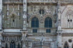Bild 11 - Regensburger Dom - Fassadenausschnitt - stürzende Linien korrigiert